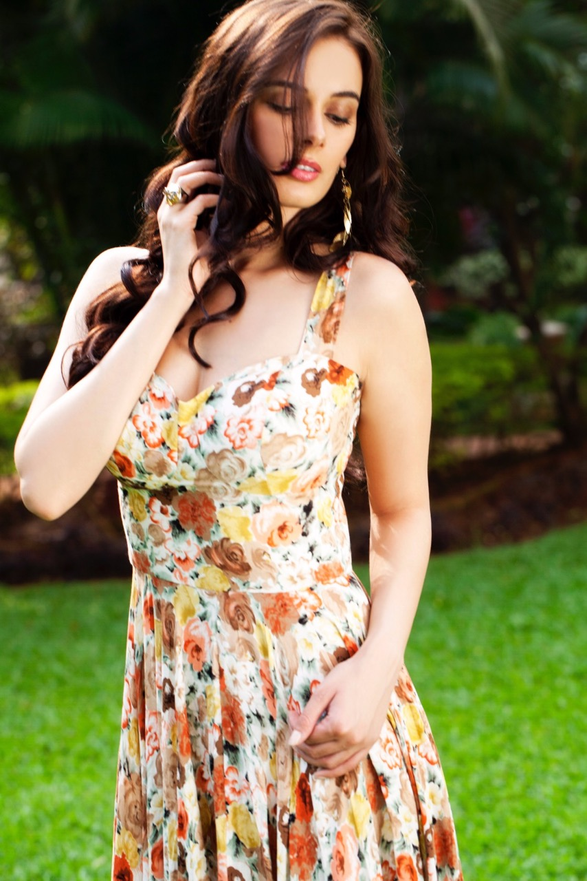 Evelyn-Sharma-Stills-1