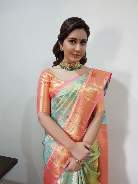 Actress RAASHI KHANNA latest stills (7)