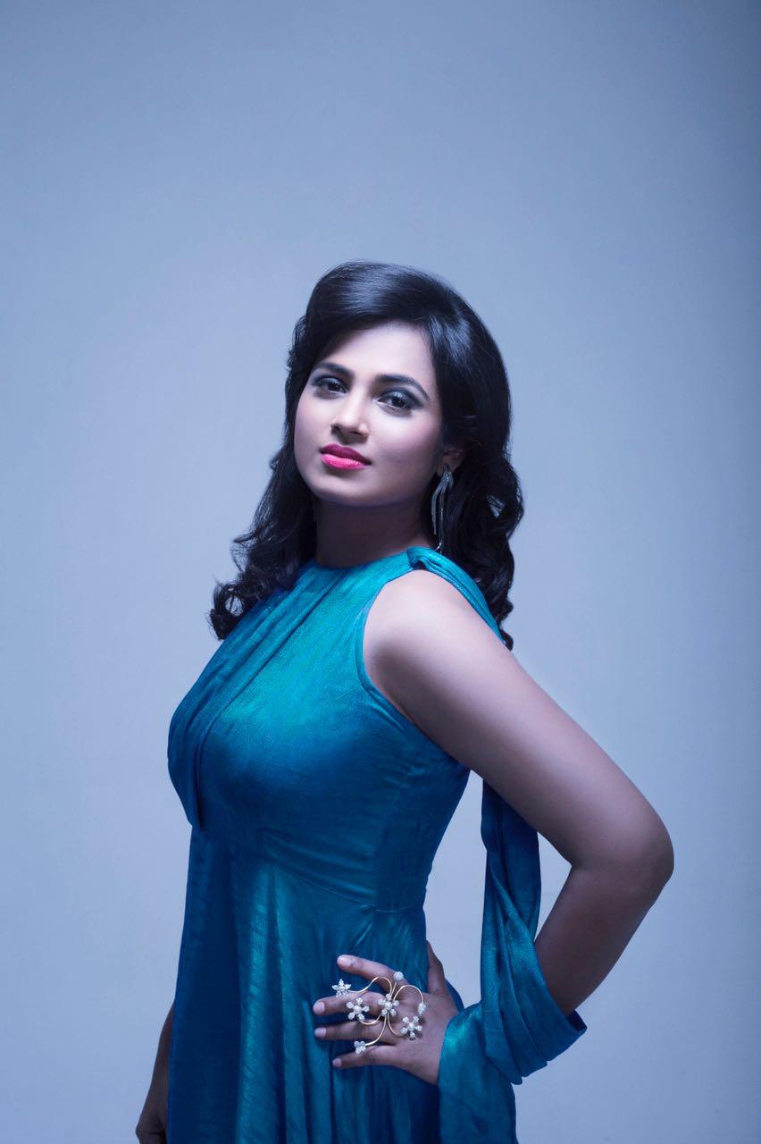 Ramya Pandian Photos 007