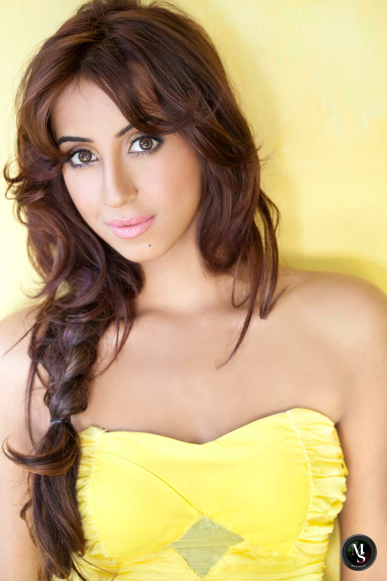 Actress-Sanjjanaa-Galrani-4