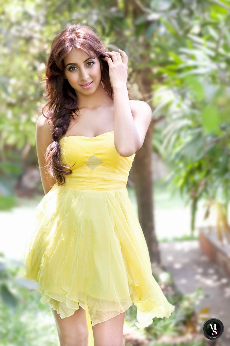 Actress-Sanjjanaa-Galrani-5