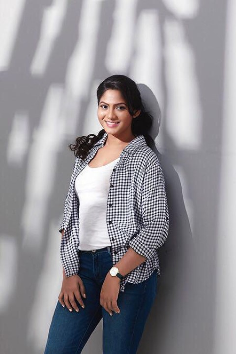 Actress-Shruti-Reddy-New-Photos-19