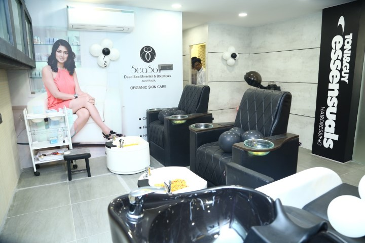 Essensuals-Hairdressing-By-Toni-Guy-at-New-Perungalathur-5