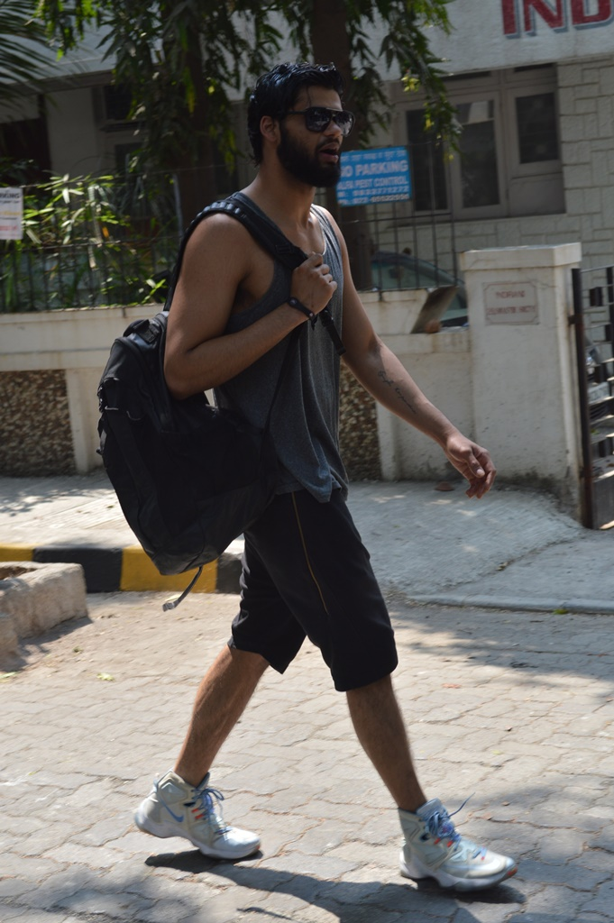 Karan Kapadia spotted outside his gym in Juhu (1)