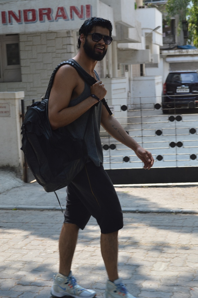 Karan Kapadia spotted outside his gym in Juhu (2)