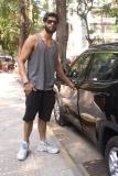 Karan Kapadia spotted outside his gym in Juhu (8)