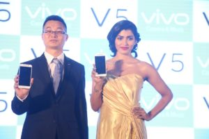 darren-xu-coo-of-vivo-and-actress-dhansika-launch-the-vivo-v5