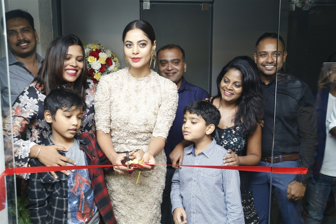 Actress Bindu Madhavi Inaugurates Salon Blow At Velachery